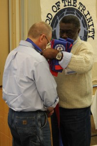 David Lee receives a commissioner stole from Vice Moderator Johnnie Monroe on Monday morning.