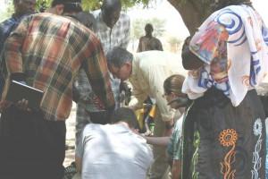 Don Senegal-prayer in village